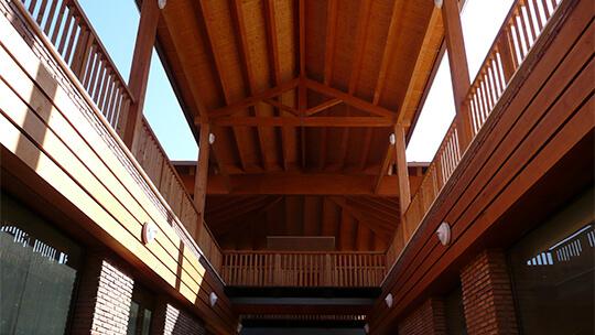 Carpintería estructural de madera para centros comerciales
